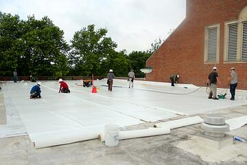 flat_roof_overlay_with_white_membrane.jpg