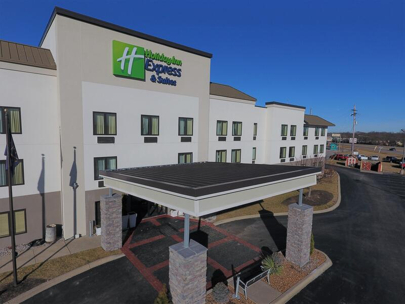 Standing Seam Installation Overview-HolidayInn.jpg