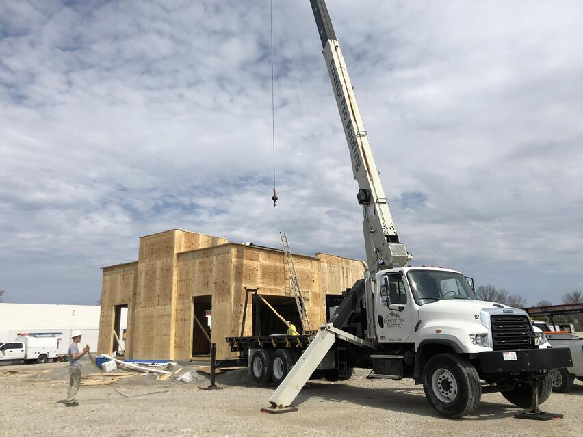 Flat_Roof_Installation_KFC_Crane_Lift-_Louisville